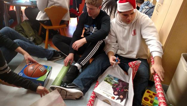 High School Students Prepare Gifts for Children's Hospital